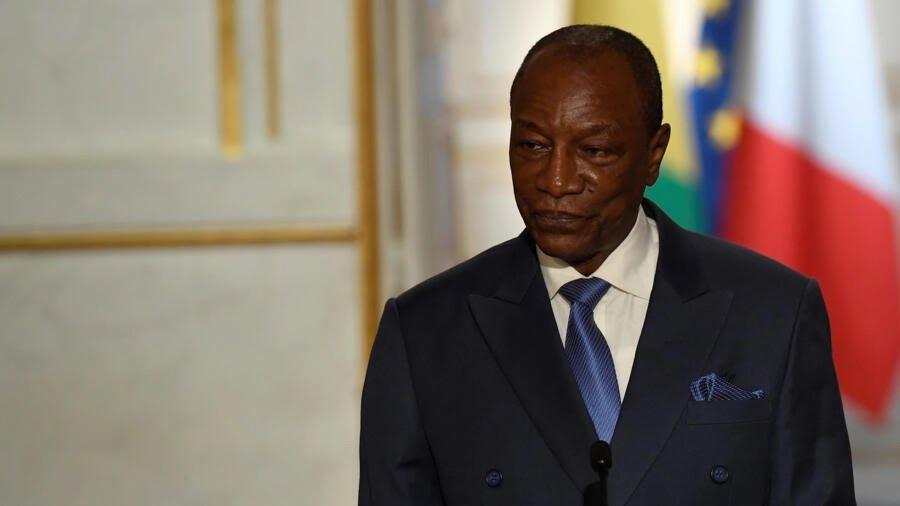 Le président guinéen Alpha Condé lors d'une conférence de presse à l'Élysée à Paris, le 11 avril 2017.